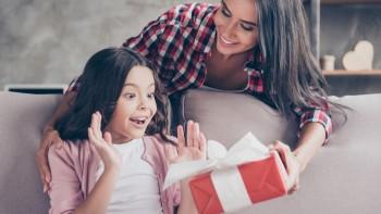 هدايا الأبناء: متى وماذا ولماذا؟