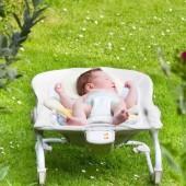5 فوائد تقدمها الكراسي الهزازة للمواليد