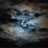 هل اقتربتم من القمر؟