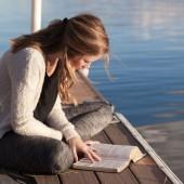 كيف تطور مهاراتك في القراءة؟ إليك بعض الطرق