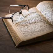 التأريخ: على ماذا يعتمد المؤرخ عند كتابه التاريخ؟
