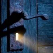 لا يغرنك نور الأمل.. فيُغرقك ظلامه!