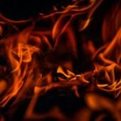 إنسان محترق على أريكته